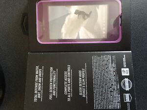 NEVER USED / UNOPENED Purple iPhone 6/6s FRE Lifeproof $50