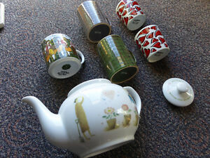 Teapot (New) and 5 mugs