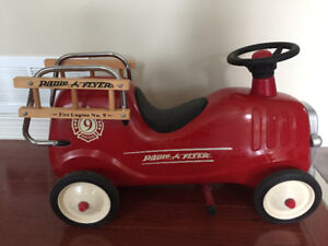 Radio Flyer ride-on Little red fire engine - fire truck -