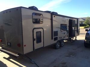 2011 Everlite by Evergreen 32' MKS Holiday trailer for sale