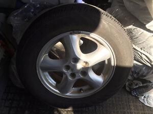 4 pneus 4 saisons avec MAG(s) de Ford. En très bonne condition.