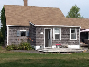 Classic Cottage/Residence & 2 acres Btwn Town & Beach