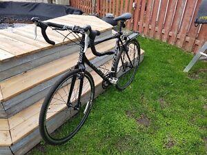 ***MUST SEE***  Vélo Giant TCX 2 noir   condition A1 (nég.)