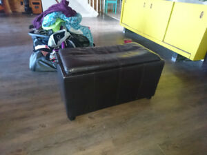 Seat/coffee table