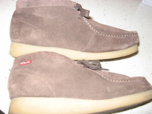 "Clarks ""Stinson"" Brown Suede Leather Ankle Boots  Size 9"