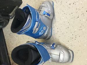 Alpina Down hill kid ski boots-alpina bottes de ski alpin enfant Gatineau Ottawa / Gatineau Area image 1