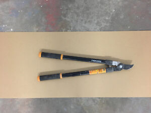 Forget Bypass Lopper (28') Fiskars for sale