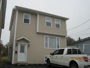 For lease 4 bedroom house 10 min walk to MUN & downtown $1300