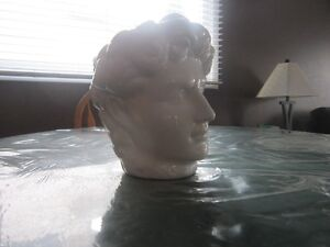 STATUE OF A MAN'S HEAD