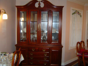 DINING ROOM SET WITH 8 CHAIRS, TABLE AND CABINET BUFFET