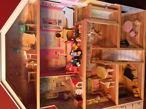 Girls large wooden dollhouse with furniture Peterborough Peterborough Area image 4