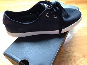 Chaussures neuves Converse noires