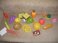 Play food and plates