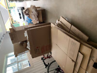 Moving boxes and packing material-free