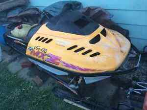 96 Mach z 800 chassis Windsor Region Ontario image 1