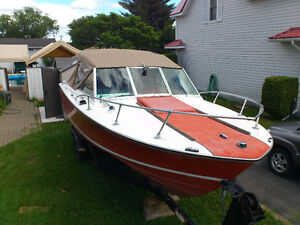 *** 24ft CHRIS-CRAFT BOAT And TRAILER ****