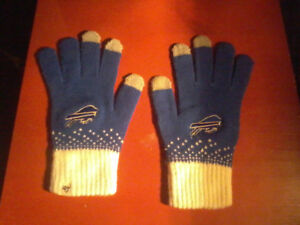 BRAND NEW Official Buffalo Bills Finger Gloves and Scarf