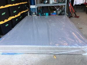 Grand sommier neuf / queen size box spring