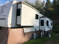 2005 Prowler AX6 39 foot Fifth Wheel 5 Slides $20,650.00