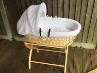 White Izzywotnot Moses Basket with Stand