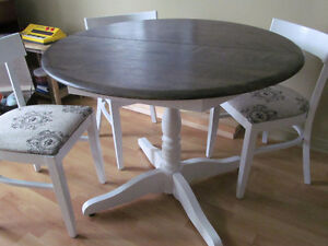 BEAUTIFUL STAINED TOP & PAINTED DINING TABLE & 4 CHAIRS