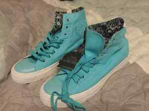 NWT converse high tops size 6.5 London Ontario image 2