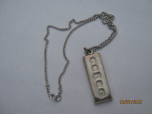 1977 Jubilee Hallmarked Sterling Silver Pendant with Chain (NEW)