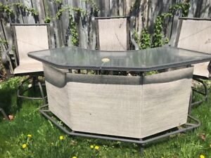DOT Patio table set with 4 chairs and glass table