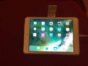 IPad Mini 2, Charger & Case