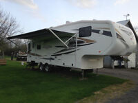 "2011 Cruizer 5th Wheel Trailer 28ft ""Reduced Price"""