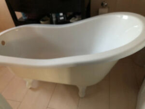 Antique Style Clawfoot Bathtub Single Slip Style For sale