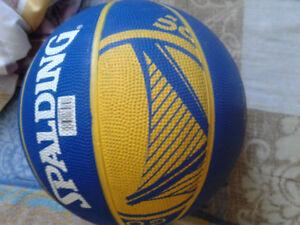 Ballon de basketball golden state warriors jamais utilisé