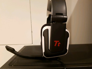 Thermaltake gaming headset with foldable mic