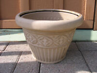 many large plastic flower pots for sale