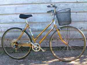 Gold Raleigh Womens 5 Speed Road Bike ( fits 5 foot or taller )