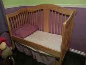 3 in 1 crib / toddler bed / twin bed and change table
