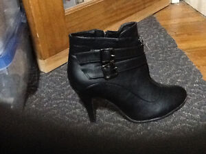 Brand new never worn black ankle boots sz 10