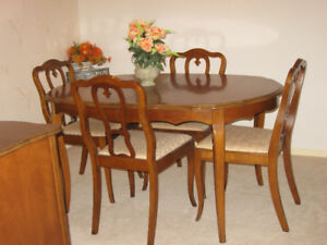 BEAUTIFUL FRENCH PROVINCIAL DINING ROOM SET