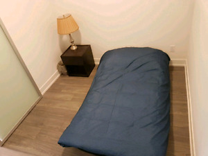 Single room in shared apartment downtown - Dundas square