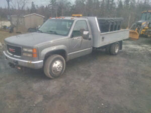 2000 Gmc 3500 4x4 6.5 diesel with plow and salt spreader