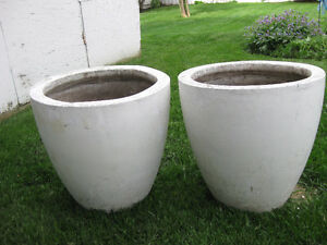 Whtie cement patio pots