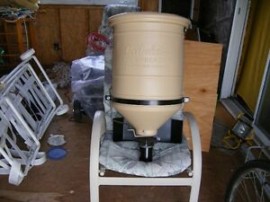 New salt, sand, seed spreader towable. 5 gal. hopper. 12v. elec