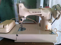 Singer Featherweight Sewing Machine 221J With Case