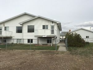 4 Bedroom duplex for Rent in Redcliff / Available May 1
