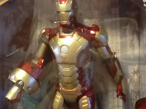"2012 MARVEL 12"" IRON MAN 3 WITH LIGHTS AND SOUNDS London Ontario image 3"