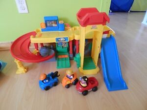 garage little people/fisher price