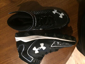 Boy's SZ6 Under Armour Football Cleats