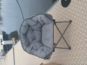 4 brand new condition and very comfortible chairs
