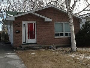 5 bedroom student rental located 2 minutes from St Lawrence
