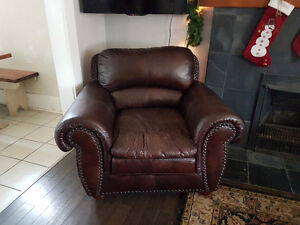 Faux leather lounge chair